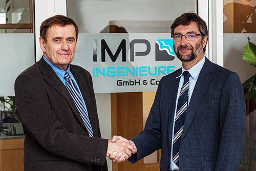 Unternehmensuebergabe durch Dr Manzenrieder an Dr Frank Spingat