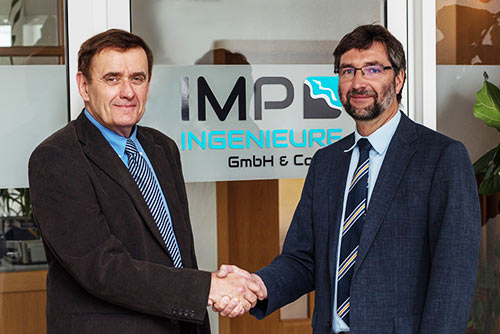 Dr. Manzenrieder hands over the company to Dr. Frank Spingat