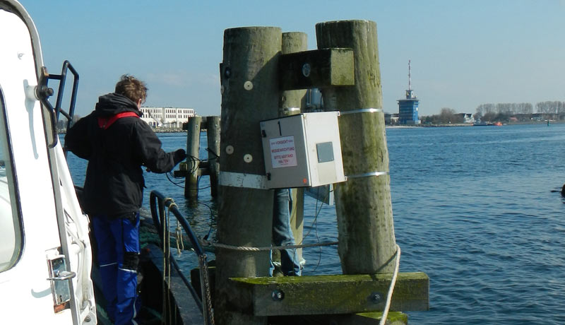 Installation of measurement device at a dolphin