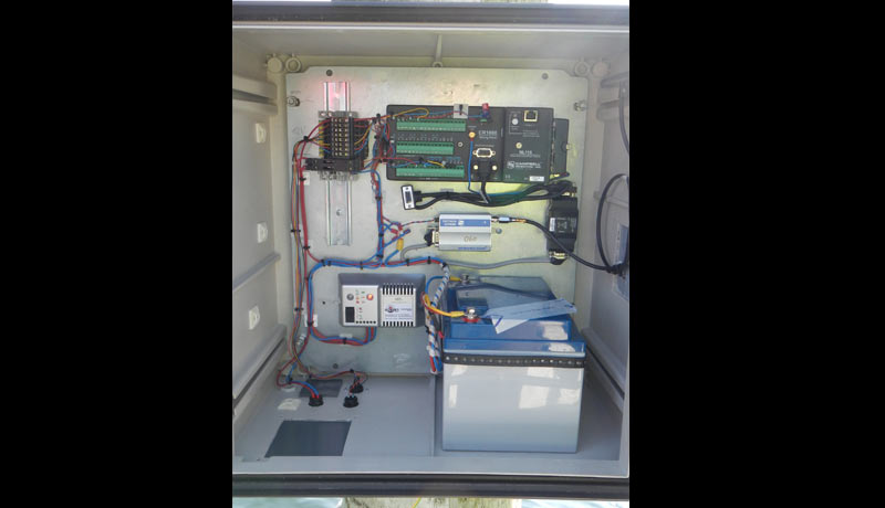 Measurement cabinet with data logger, power supply and data transfer