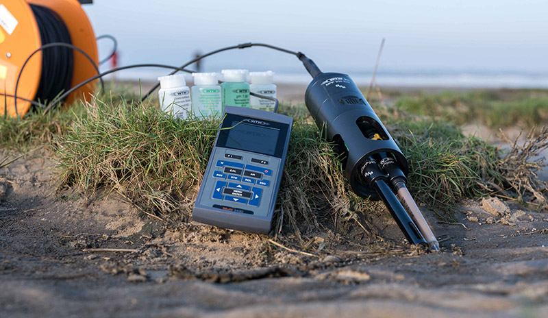 Handheld multiparameter measuring sensor (WTW); parameter scope: salinity, oxygen content, pH, temperature