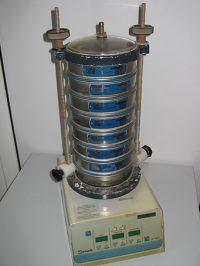 Siebmaschine für die Ermittlung von Korngrößenverteilungen