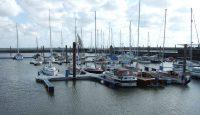 Liegeplätze im Sportboothafen Juist bei Hochwasser
