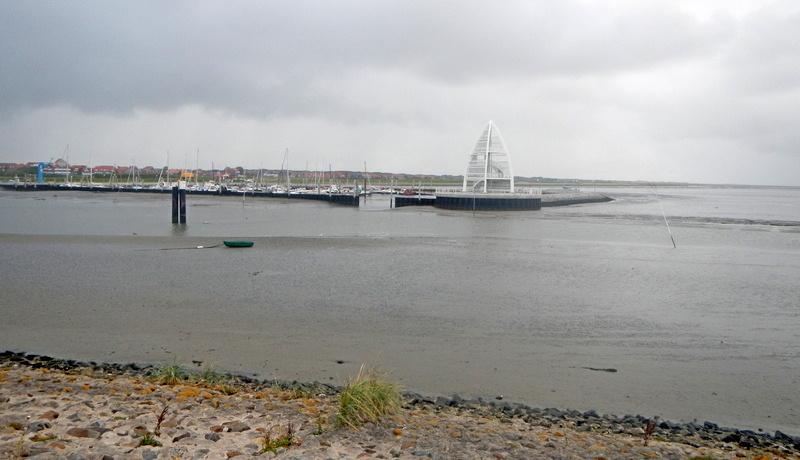 Der Sportboothafen bei Niedrigwasser